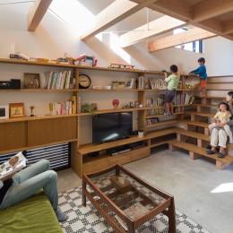 日吉台の家/大きな屋根の下にスキップフロアで各部屋が繋がる大らかな住まい
