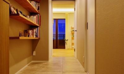 中古マンションを、北欧テイストのナチュラルな空間に (玄関からリビングへつながる廊下)
