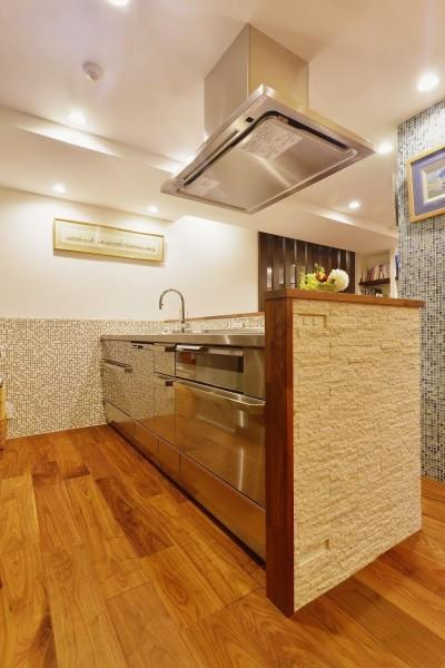 キッチン (南国のリゾートホテルのような空間を東京の自宅で実現)