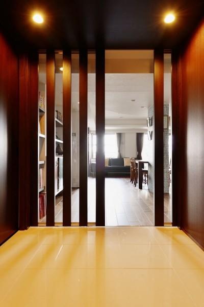 玄関ホール (南国のリゾートホテルのような空間を東京の自宅で実現)