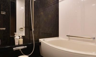 南国のリゾートホテルのような空間を東京の自宅で実現 (バスルーム)