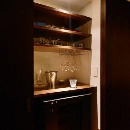 南国のリゾートホテルのような空間を東京の自宅で実現 (キッチン)