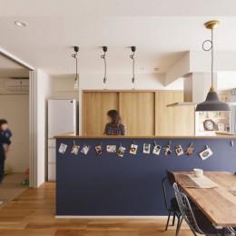 アイランドキッチンを中心に、親子でくつろげる空間