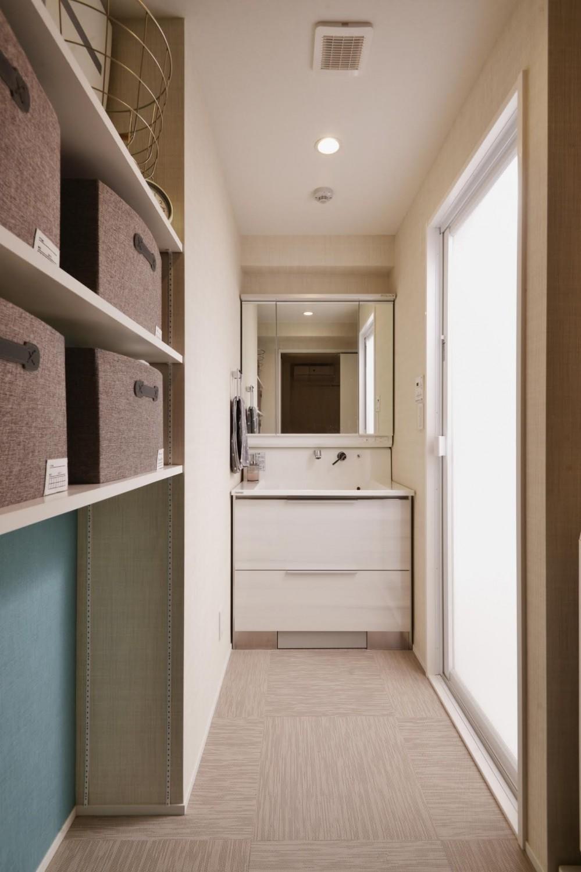 アイランドキッチンを中心に、親子でくつろげる空間 (バスルーム)