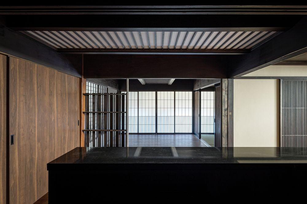 姫路・天満の家 主屋 (キッチンからダイニングを見る)