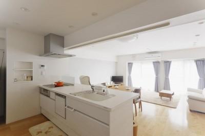 キッチン (老後を見据え、家族で集える安心・快適な家にフルリノベーション)