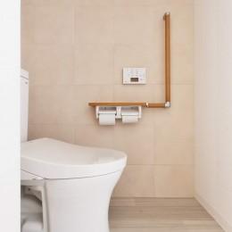 老後を見据え、家族で集える安心・快適な家にフルリノベーション (トイレ)