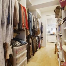 老後を見据え、家族で集える安心・快適な家にフルリノベーション (ウォークインクローゼット)