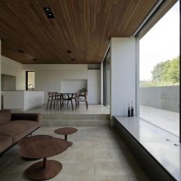 三鷹の家~緑を望む大開口の家 (テラスと繋がるLDK)