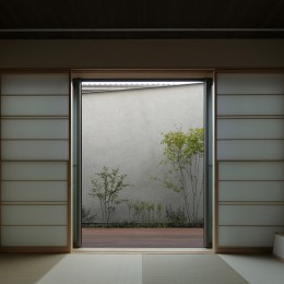三鷹の家~緑を望む大開口の家 (和室)