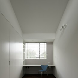 三鷹の家~緑を望む大開口の家 (子供部屋)