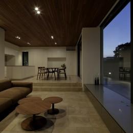 三鷹の家~緑を望む大開口の家 (LDK)