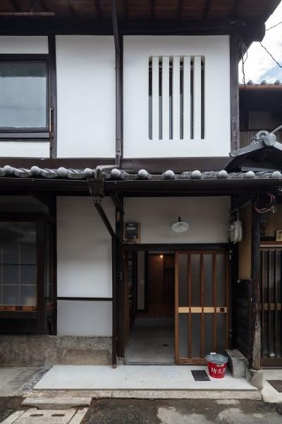 外観 (昭和小路の長屋II|賃貸向け京町家のシンプルリノベーション【京都市】)