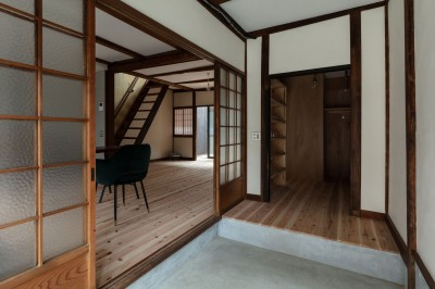 玄関土間 (昭和小路の長屋II|賃貸向け京町家のシンプルリノベーション【京都市】)