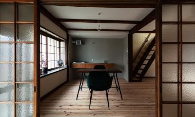 玄関土間からDKを見る。|昭和小路の長屋II|賃貸向け京町家のシンプルリノベーション【京都市】