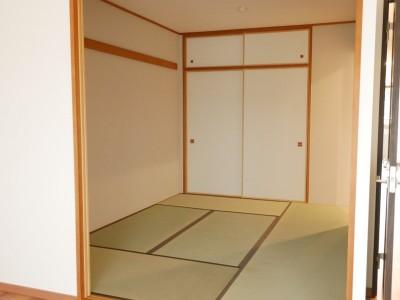 和室も畳を入れ替え、襖、壁も一新 (キッチン動線がスマートな家)