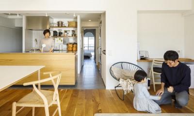 K邸-子どもの成長に合わせてカスタマイズできる「通り」がある家 (リビング)