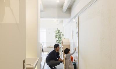 K邸-子どもの成長に合わせてカスタマイズできる「通り」がある家 (子どもの成長に合わせて、勉強デスクを置いたり、ピアノを置いたり伸び代のあるスペース)