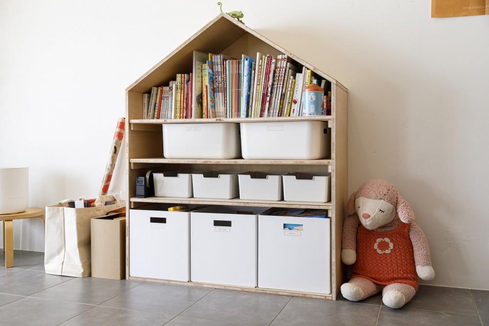 K邸-子どもの成長に合わせてカスタマイズできる「通り」がある家 (子供の収納スペース)