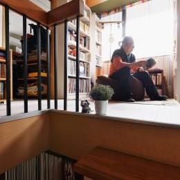 家で楽しく仕事できる、土間のある一軒家 (書棚)
