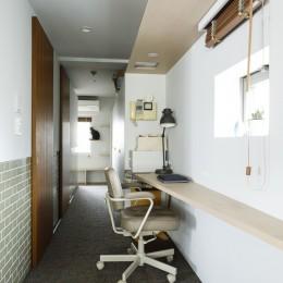 S邸-ごく普通のマンションが猫も喜ぶ「光と風がまわる」空間に (廊下)