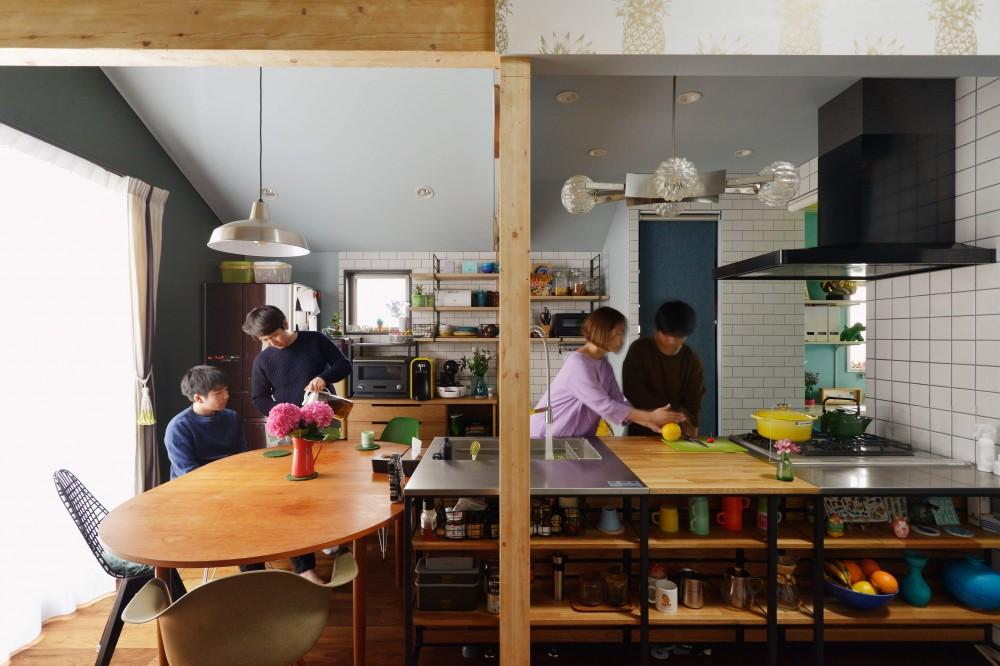 「見せる収納」で、ハワイのホテルのような空間にリノベーション (キッチン)