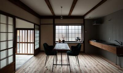 ダイニング・キッチンと玄関土間|昭和小路の長屋II|賃貸向け京町家のシンプルリノベーション【京都市】