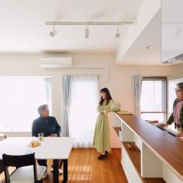 家族4人から夫婦2人の生活へ リノベーションで豊富な収納を実現 (リビング・ダイニング)