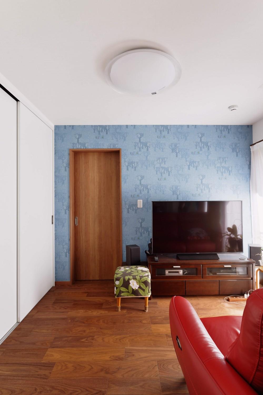 程よい距離を保てる二世帯住宅 (1階ご両親世帯のリビング)