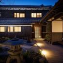 姫路・天満の家 主屋の写真 夜のアプローチ