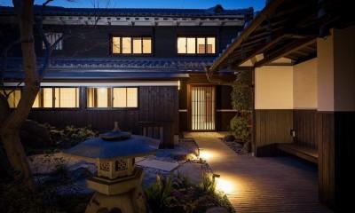 姫路・天満の家 主屋 (夜のアプローチ)