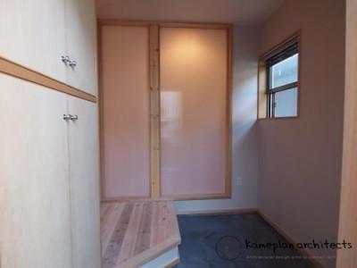 玄関の先にはキッチン (Sさま邸 リノベーション)