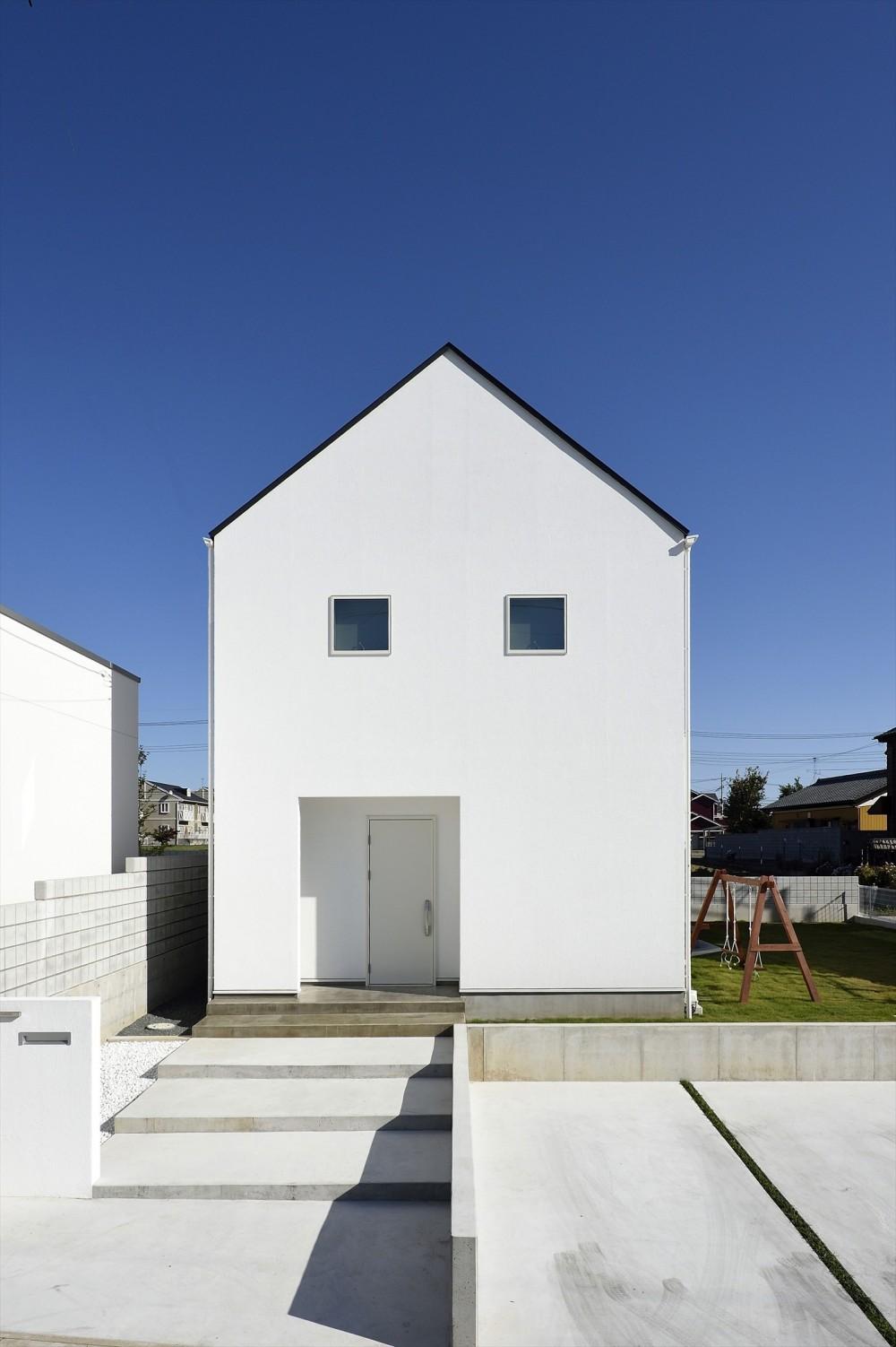 アトリエのある白の家 (外観)