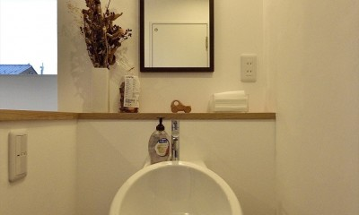 アトリエのある白の家 (2F手洗い器)