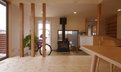リビングと一体になった玄関土間|economa〜吹き抜けで繋がるおおらかな住まい〜