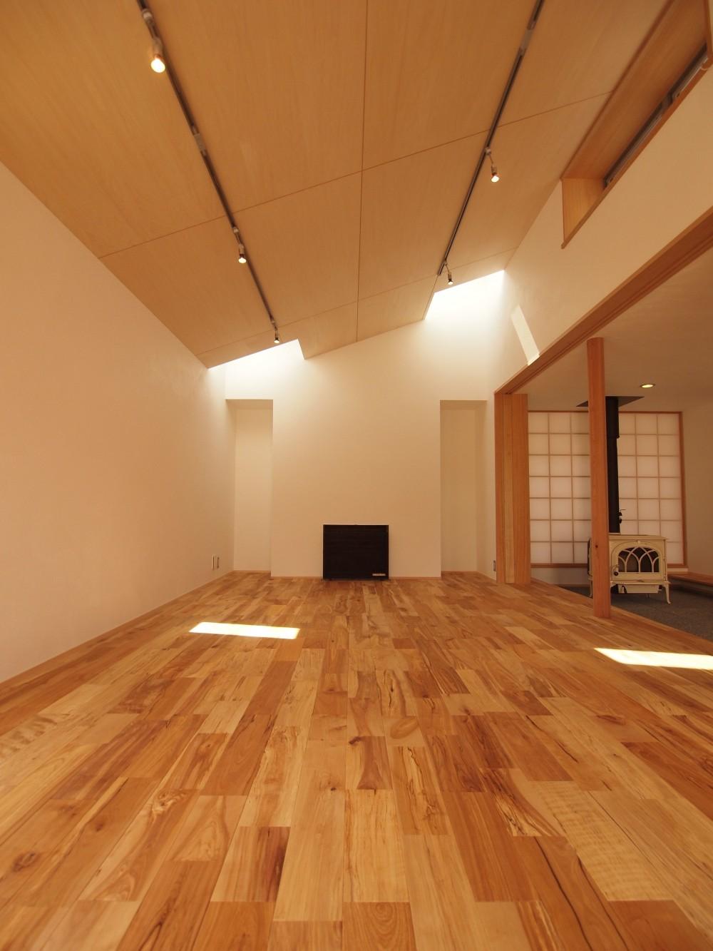 リビングルーム (遠州おおやねの家〜とおり土間の家〜)