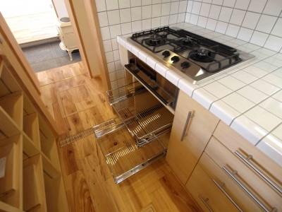 キッチンはオリジナル (遠州おおやねの家〜とおり土間の家〜)