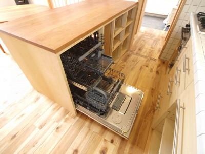 食洗機は大容量 (遠州おおやねの家〜とおり土間の家〜)