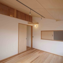 遠州おおやねの家〜とおり土間の家〜 (寝室は吹き抜け、ロフトと繋がります。)
