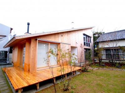 外壁は天龍杉 (遠州おおやねの家〜とおり土間の家〜)