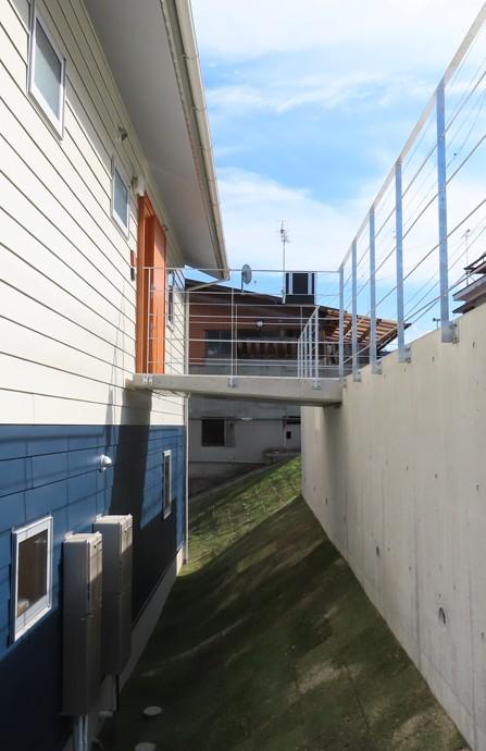 傾斜地に建つブリッジの家 (傾斜地に建つブリッジの家)