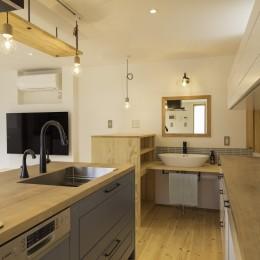 キッチン、洗面 (中央のいえ)