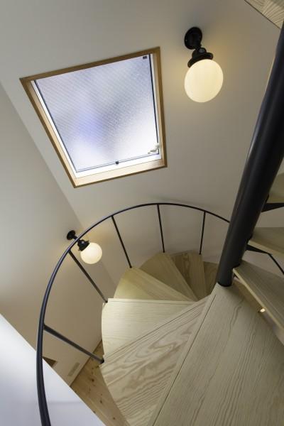 螺旋階段 (中央のいえ)