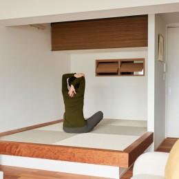 """寝室にもなる小上がり (心地いい小上がりやキッチンに、使いやすい洗面所。すべてが""""ちょうどいい""""間取り。)"""