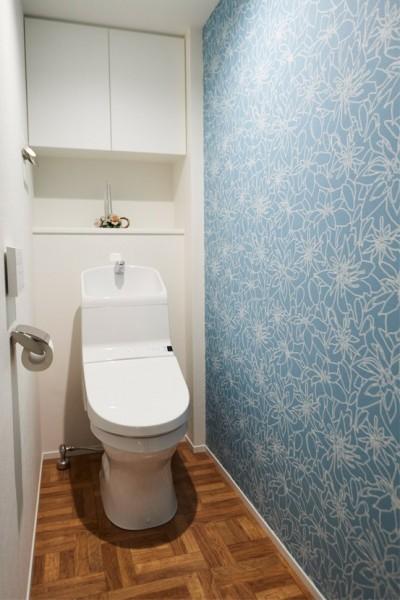 """内開きを外開きにして安心 (心地いい小上がりやキッチンに、使いやすい洗面所。すべてが""""ちょうどいい""""間取り。)"""