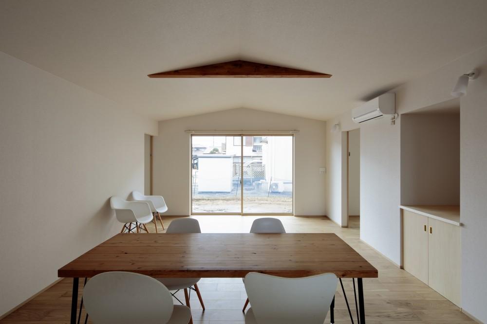 1階リビング・ダイニング (Two families House in Mito)