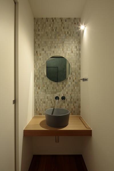 リビングに隣接する手洗いスペース (明大前の家)