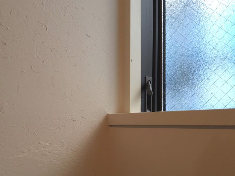 東区の小さな家 (東区の小さな家 窓と珪藻土(藁入))