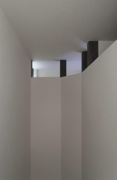 東区の小さな家 階段上部 (東区の小さな家)
