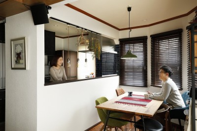 明るく開放的になったキッチンとダイニング (ふたりと2匹の心地よい家)